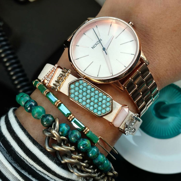 Une montre est un bel accessoire pour sa tenue professionnelle. Nixon Rose Gold