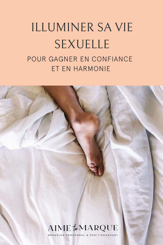 Bien souvent, la sphère de la sexualité est celle qui s'efface lorsque la famille ou le travail prennent le devant. Et pourtant, c'est une expérience si fondamentalement humaine, si près de notre identité et de notre sentiment d'être en phase avec nous-mêmes! Dans cet épisode de podcast, je reçois Marie-Pier Deschênes pour parler de sexualité authentique et d'harmonie. #sexualite #bonheur